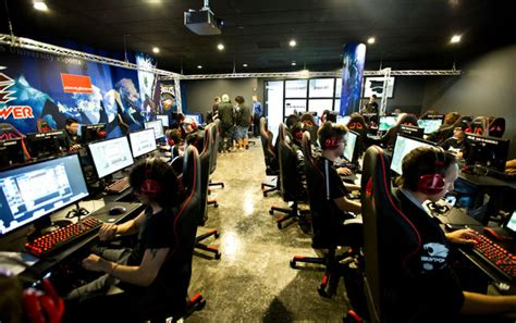 E-Sports at College, With Stars and Scholarships - The New