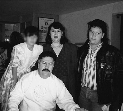 Pablo Escobar with wife and children