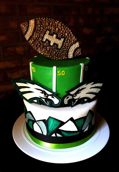 15 Football Inspired Grooms Cakes for Every MunaMan